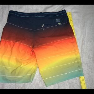 BILLABONG Airlite Fluid Boardshorts W32 Mens Used
